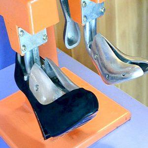 Как растянуть обувь, если она вам жмет?