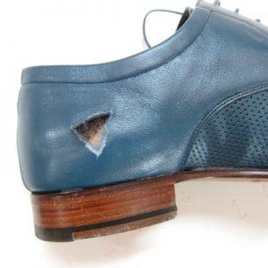 Как убрать разрывы на обуви?